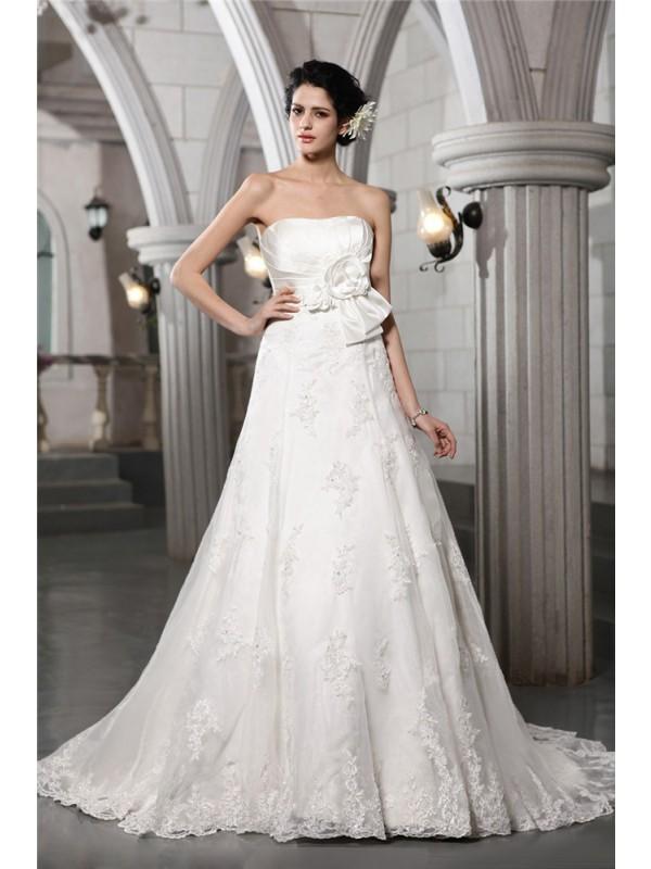 Trapèze/Princesse Sans bretelles Sans Manches Perles Appliqués Fleurs faites à la main Longue Satiné Robe de mariée