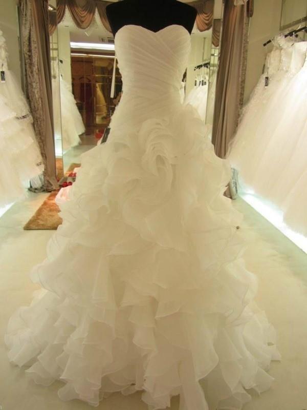Robe de bal Volants Col en coeur Organza Sans Manches Traîne moyenne Robes de Mariée