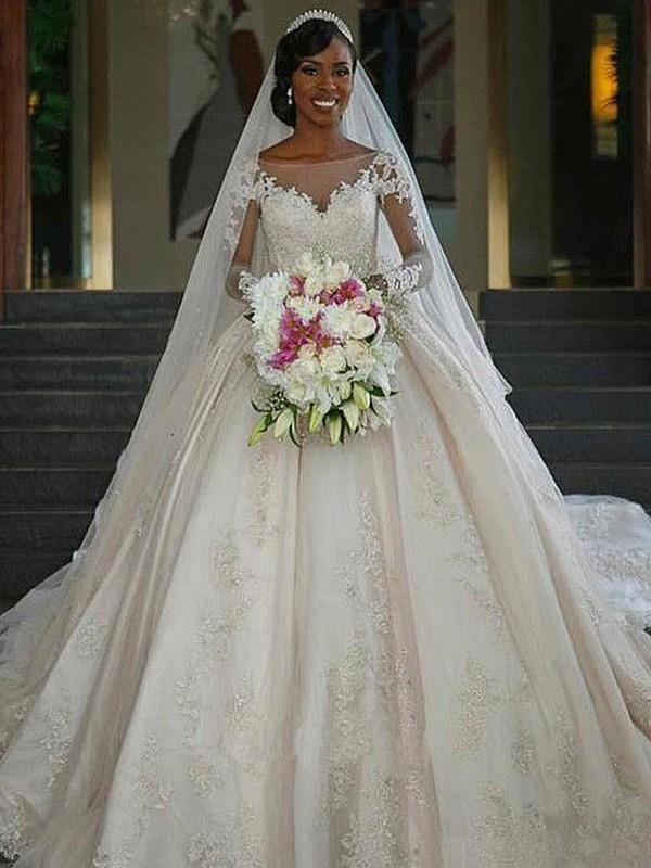Robe de bal Col bateau Manches longues Traîne courte Appliqués Satiné Robes de Mariée