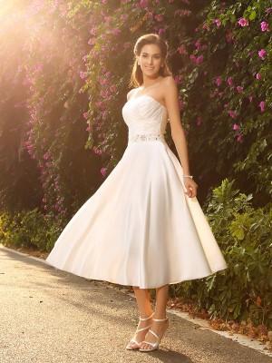 Trapèze/Princesse Col en coeur Perles Sans Manches Court Satin Robes de Mariée