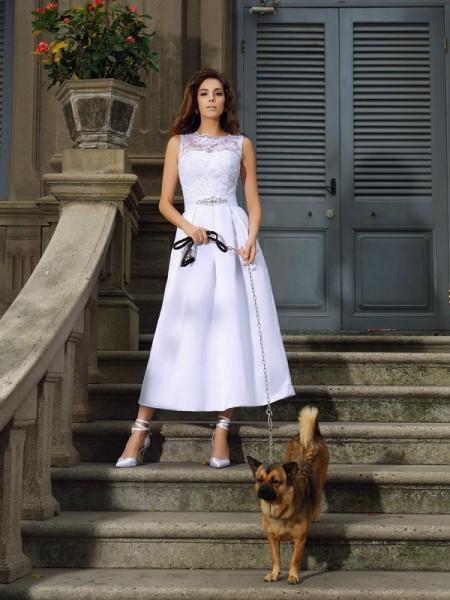 Trapèze/Princesse Col bateau Appliqués Sans Manches Longue Satin Robes de Mariée