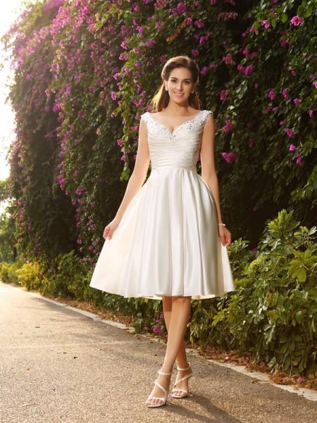Trapèze/Princesse Col en V Perles Sans Manches Court Satin Robes de Mariée