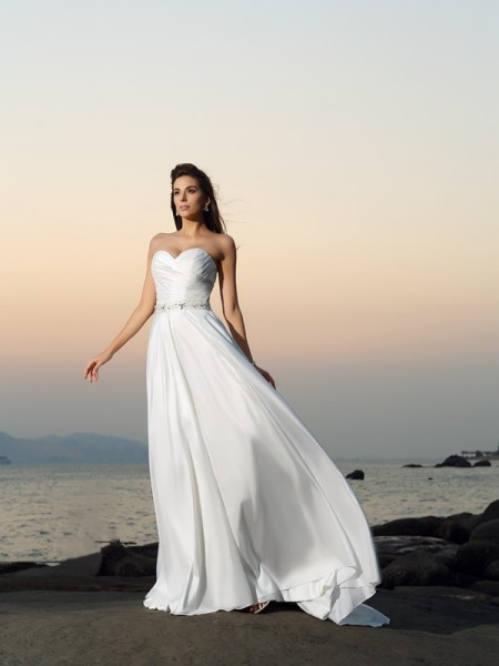 Trapèze/Princesse Col en coeur Perles Sans Manches Longue Taffetas Plage Robes de Mariée