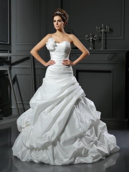 Robe de bal Col en coeur Fleurs faites à la main Sans Manches Longue Satin Robes de Mariée