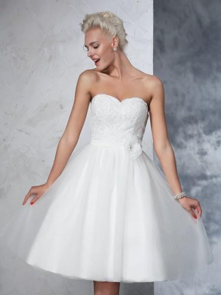 Trapèze/Princesse Col en coeur Fleurs faites à la main Sans Manches Court Voile Robes de Mariée
