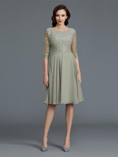 Trapèze/Princesse Manches ½ Col plongeant Longueur genou Appliqués Mousseline Robes des mères des mariés