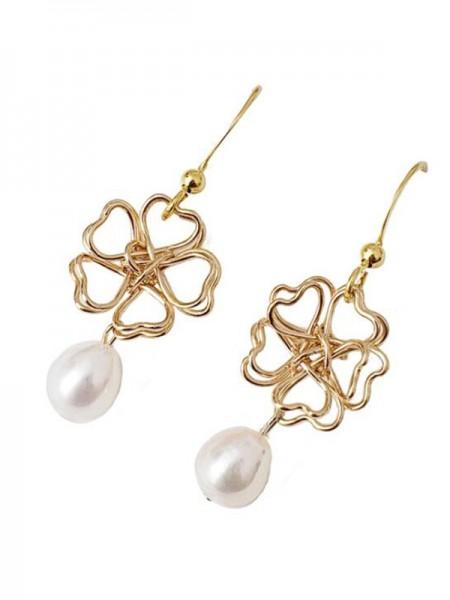 Graceful Pearl With Flower Hot Sale Des boucles d'oreilles For Ladies
