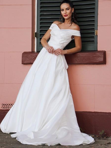 Trapèze/Principessa Satiné Froncée Épaules dégagées Sans Manches Traîne moyenne Robes de mariée