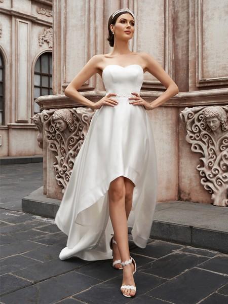 Trapèze/Principessa Col en coeur Satiné Volants Sans Manches Traîne asymétrique Robes de mariée