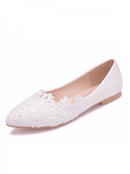 Aux Femmes PU Closed Toe With Flower Flat Heel Flat Des chaussures