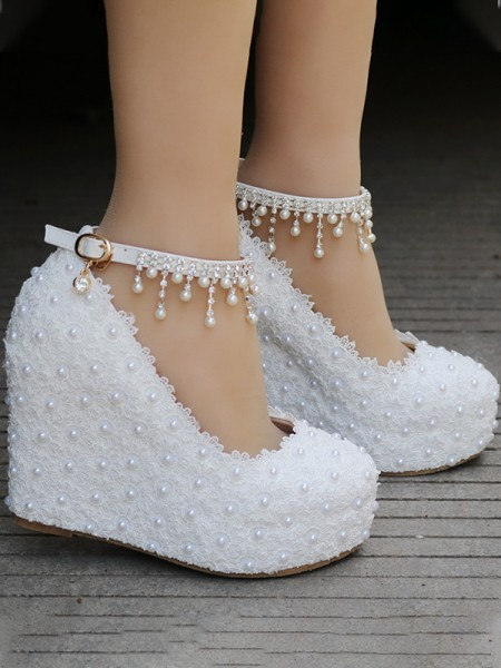 Aux Femmes PU Closed Toe Wedge Heel With Perles Des coins Des chaussures