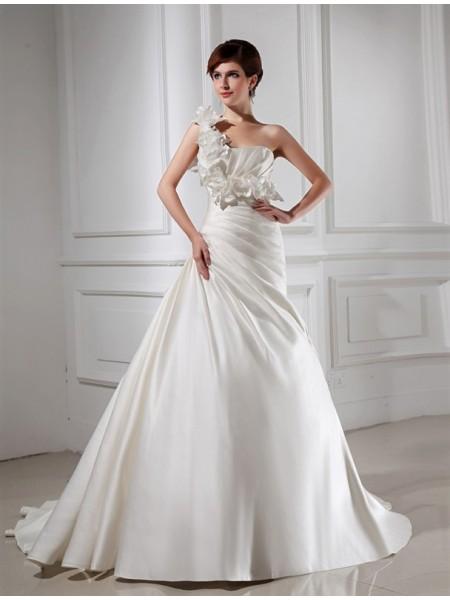 Trapèze/Princesse Col asymétrique Fleurs faites à la main Sans Manches Satiné Robe de mariée