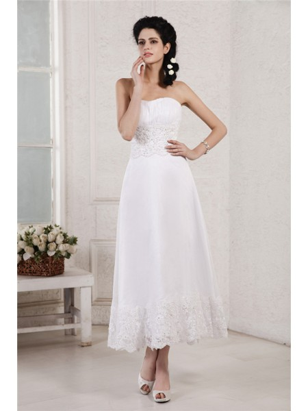 Trapèze/Princesse Sans bretelles Sans Manches Plis Appliqués Perles Courte Mousseline Robe de mariée