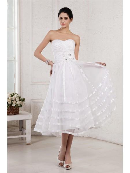 Trapèze/Princesse Sans bretelles Sans Manches Fleurs faites à la main Plis Courte Organza Taffetas Robe de mariée