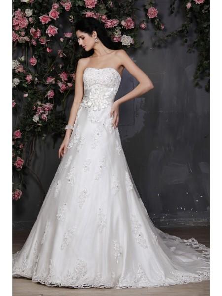 Trapèze/Princesse Sans bretelles Sans Manches Perles Appliqués Fleurs faites à la main Voile Robe de mariée