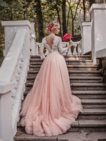 Robe de bal Col en V Traîne moyenne Manches longues Appliqués Tulle Robes de Mariée