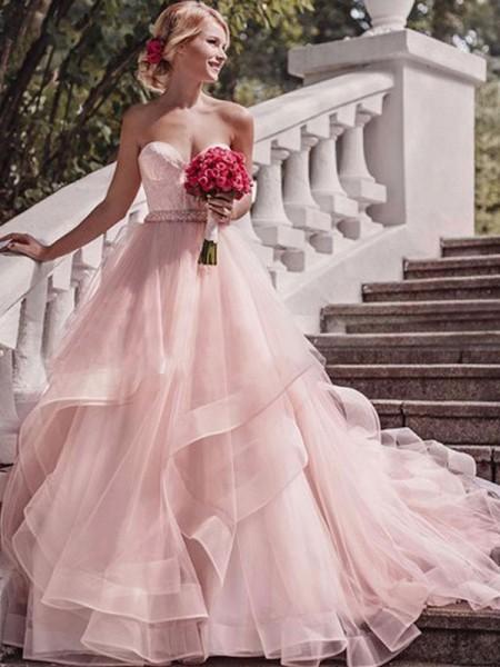 Robe de bal Col en coeur Sans Manches Traîne moyenne Couches Organza Robes de Mariée