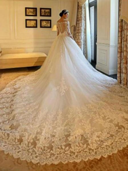 Robe de bal Épaules dégagées Traîne longue Manches ¾ Perles Appliqués Tulle Robes de Mariée