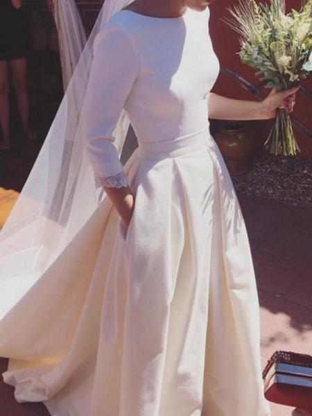 Trapèze/Princesse Manches ¾ Col plongeant Traîne courte Volants Satiné Robes de Mariée