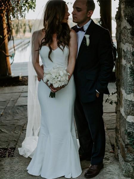 Fourreau Col en coeur Sans Manches Traîne courte Volants Satiné Robes de Mariée