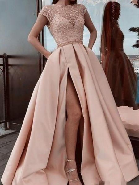 Trapèze/Princess Satiné Perles Col plongueeant Manches courtes Traîne courte Dresses