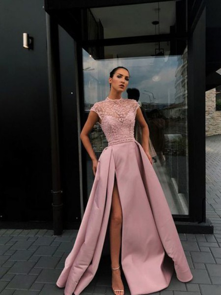Trapèze/Princess Perles Satiné Col plongueeant Manches courtes Traîne courte Dresses