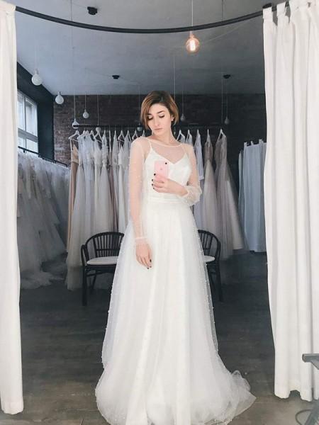 A-ligne / Princesse Tulle Perles Scoop Manches Longues Traîne Brosse Robes de mariée