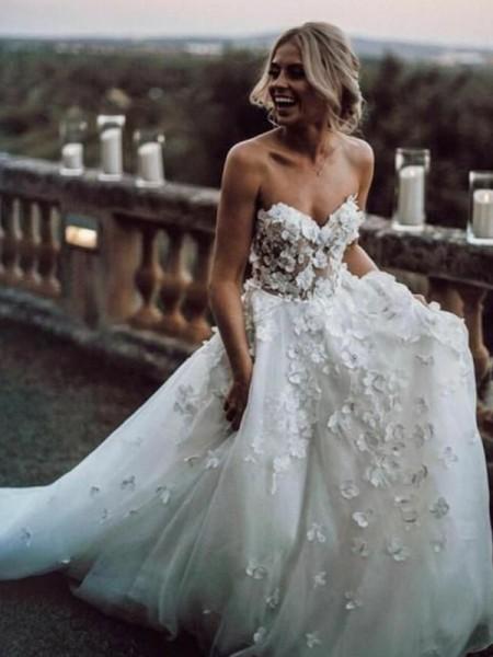 A-Line/Princess Sleeveless Tulle Sweetheart Applique Court Train Wedding Dresses