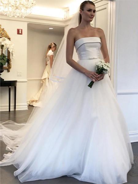 Trapèze/Princess Sans bretelles Sans Manches Tulle Traîne courte Volants Robes de mariée