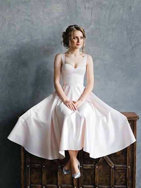 Trapèze/Princess Avec bretelles Satiné Volants Sans Manches Longueur mollet Robes de mariée