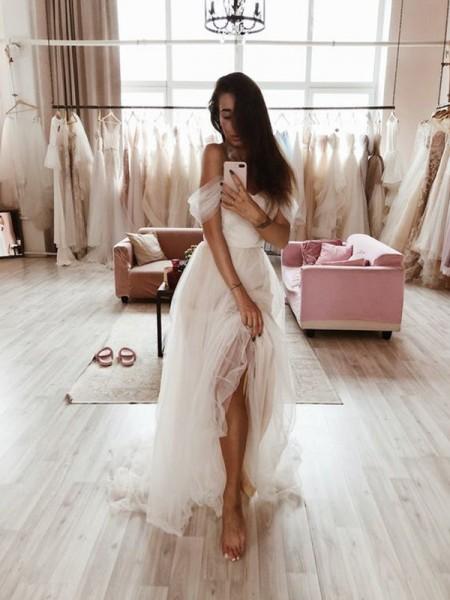 Trapèze/Princess Tulle Volants Épaules dégagées Sans Manches Traîne courte Robes de mariée