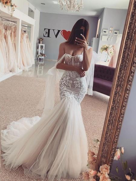 Sirène/Trompette Tulle Avec bretelles Appliqués Sans Manches Traîne courte Robes de mariée