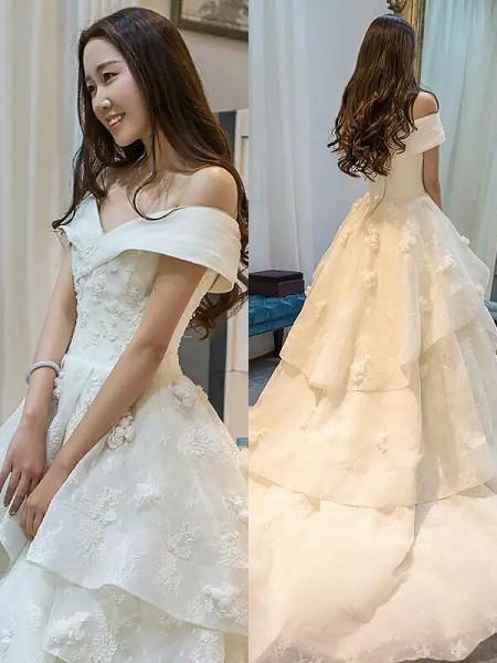Robe de bal Tulle Sans Manches Traîne moyenne Épaules dégagées Robes de Mariée