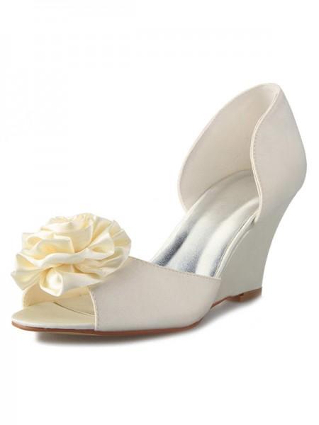 Women's Talon compensé Satin Peep Toe With Flower White Chaussures de mariage