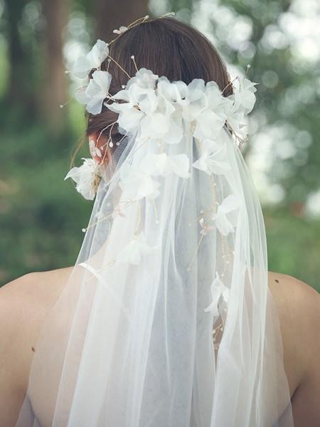 Gorgeous Tulle One-Tier Fingertip De mariée Voiles With Faux diamants/Fleurs faites à la main