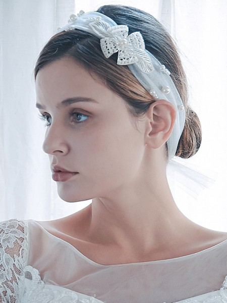 Graceful Tulle One-Tier Shoulder Voiles With Imitation Pearl
