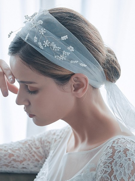 Delicate Tulle One-Tier Shoulder Voiles With Perles