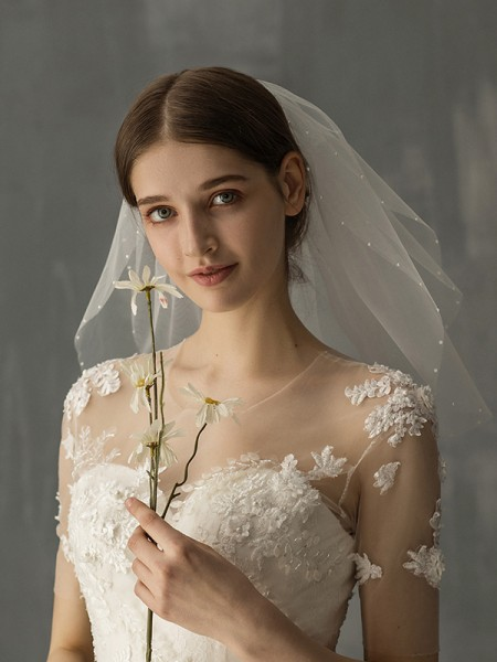 Attractive Tulle One-Tier Shoulder Voiles With Imitation Pearl
