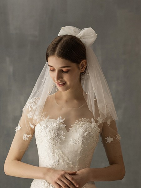 Fantaisie Tulle One-Tier Shoulder Voiles With Imitation Pearl