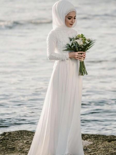 Trapèze/Princesse Col ras du cou Manches longues Longueur ras du sol Appliqués Mousseline Robes de Mariée